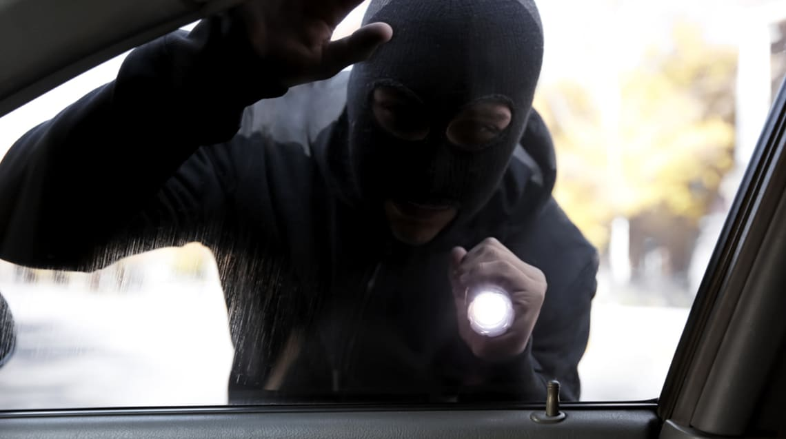 4 effective ways to protect your vehicle from car thieves